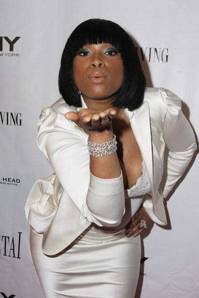 jennifer-hudson-blows-a-kiss_1_11
